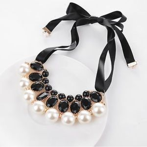 Jewelry - Ribbon pearl bib necklace